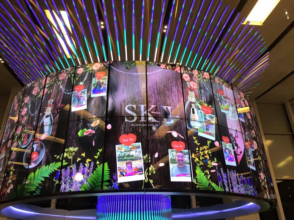 SK-II 창이공항 광고 미디어월